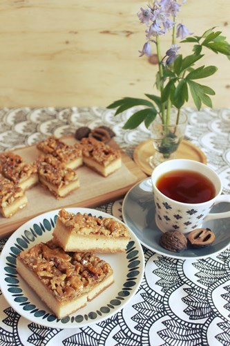 Caramel Walnut Bars11